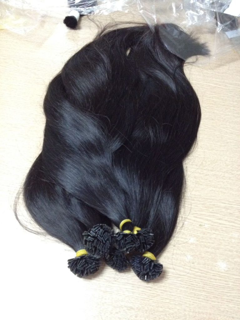 Flat tip hair extension, natural black color. Straight