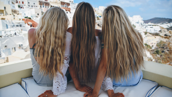 Keep your hair straight in humid weather 2